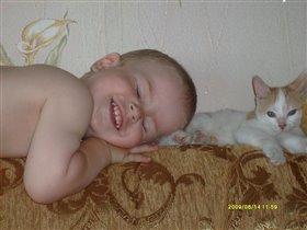 Пушистая подушка