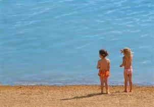 Девочки и море