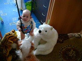 с любимыми игрушками....