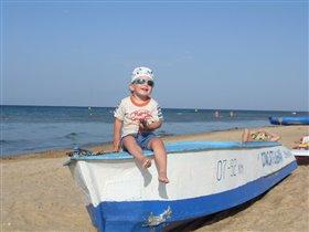 Юный спасатель солнечного пляжа