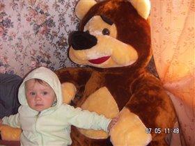 Жаль нельзя взять любимого медведя в кроватку!