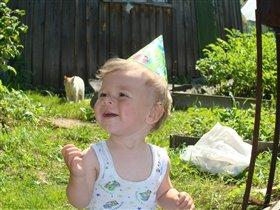 Веселая шляпка и первый день рождения