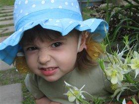 Я в панамочке в горошек, а цветочек нехороший!