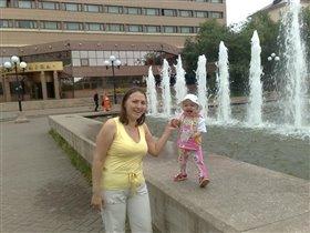 В белой панаме стою на фонтане!!!