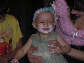 Большая радость,первый раз ем торт!!!