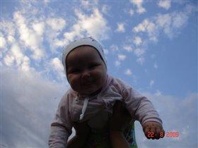Милая улыбка девочки-озорницы!