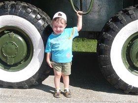 Когда вырасту - машину с такими колесами себе куплю!