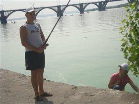 оо о, а Сашка рыбку поймал)))))))))))))