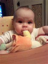 Викушка и игрушка))