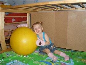 Мой любимый желтый мяч, не пущу тебя я вскач!