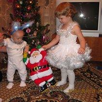 С Дедом Морозом втроем вокруг елочки пойдем