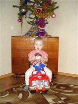 Киря снеговика привез под елку)))
