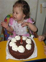 Мне годик, теперь можно и тортик!