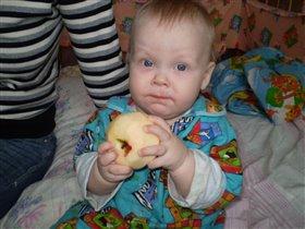 а я люблю яблоки!