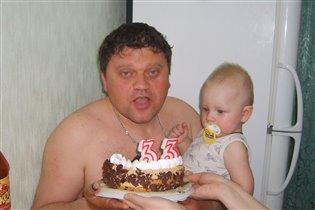 И папе тортик со свечами!