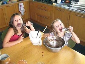 Шоколадный крем - сладкая вкусняшка.