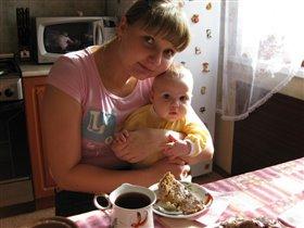 Мне 4 месяца, а тортик ест мама.