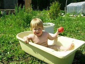 А мыться на свежем воздухе лучше всего