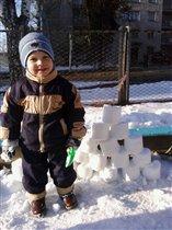 Виталя строил башню