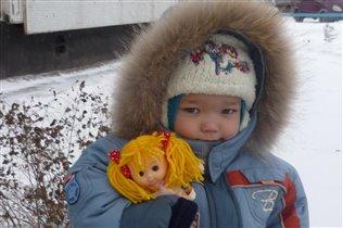 с куклой