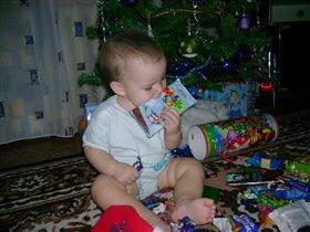 надо съесть мои подарки, пока их не съли