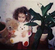 Маша с любимыми игрушками