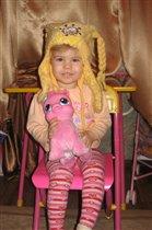 Дочка с игрушкой