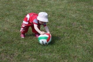 Трусихи  не играют в ... футбол))