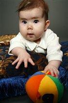 Я еще малышка,и мяч у меня мал.....