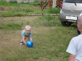 Молодой футболист Павел