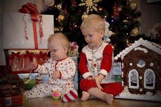 Новогоднее происшествие под елкой(разбор подарков)