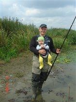 Первое лето и уже на рыбалке - ЗДОРОВО!!!