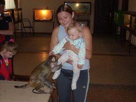 Сынуля и обезьянка