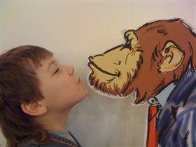 выставка, посвященная .. поцелуям в дарвиновском