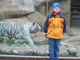Валюша и Тигруша.