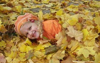 кого-то нашли в капусте, а меня в осенней листве