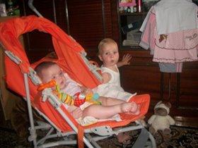 Алина 10 месяцев и Камила 5 месяцев