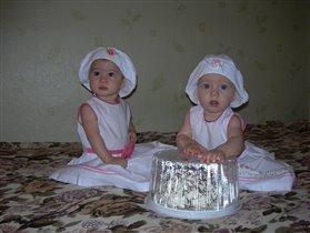 дамы с тортом