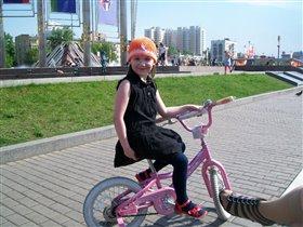 укрощает велосипед