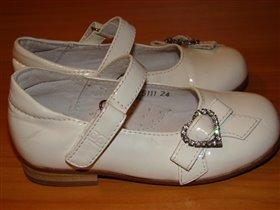 Туфельки белые на праздник р.24