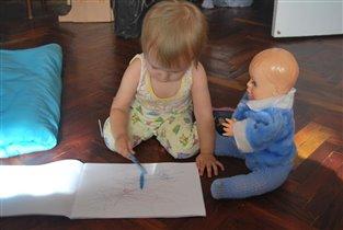 Раз, два, три, четыре, пять, учим куклу рисовать!