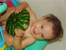 лучше есть арбузик в ванной