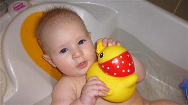Мама, а уточке клювик тоже помыть?