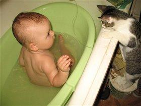 Мама, а киса тоже будет купаться?????