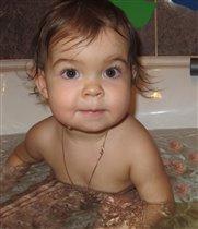 Моя принцесса принимает ванну с лепестками роз
