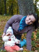 Я с мамой на прогулке в лесу)