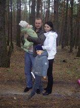 Наша дружная семья  'Прогулка по лесу'.