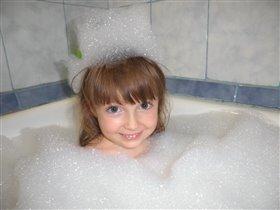 В ванной я люблю купаться:сверху пеной накрываться