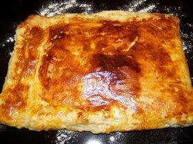 Пирог из слоеного теста с адыгейским сыром