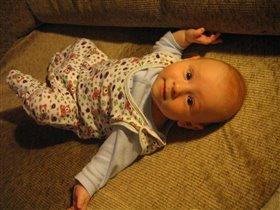 Я под лампочкой лежу и на мамочку гляжу:0)